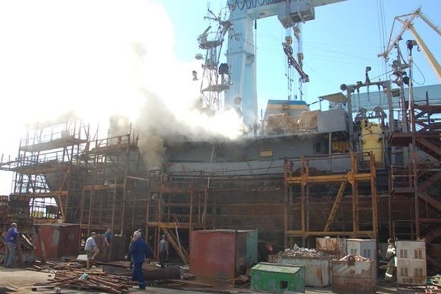 Появилось видео, как  в Николаеве горел корабль ВМС «Нетешин»