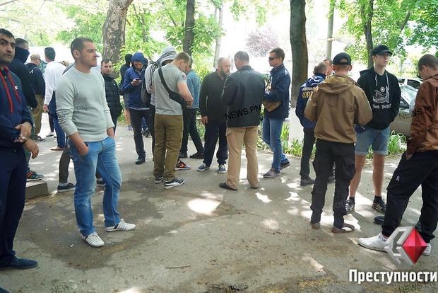 Послепраздничные разборки: в Николаеве «Свобода» и «Нацкорпус» разгромили офис «афганцев»