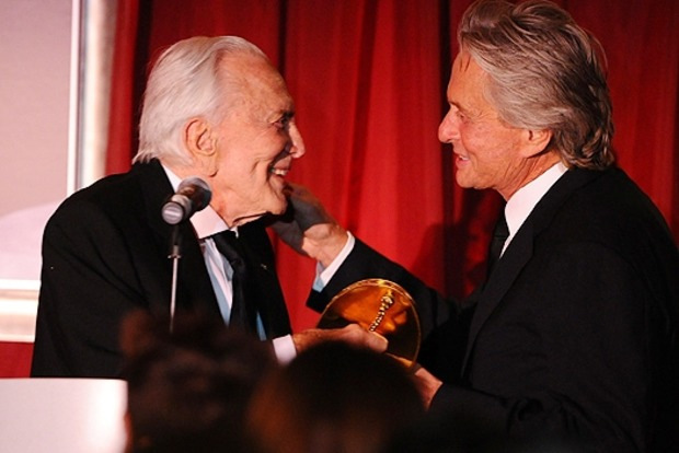 Голливудский актер Кирк Дуглас отпраздновал 100-летний юбилей