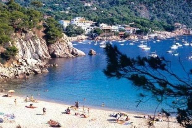 Женщины Каталонии требуют разрешить им купаться топлес
