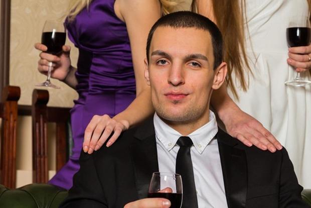 Имидж, поведение, привычки: 10 признаков того, что мужчина изменяет