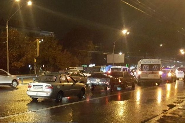 Крупное ДТП в Киеве: столкнулись пять автомобилей