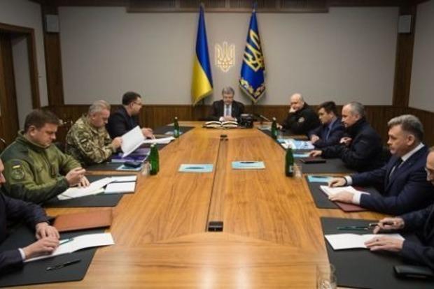 Порошенко проводит заседание Военного кабинета из-за атаки России на Азове
