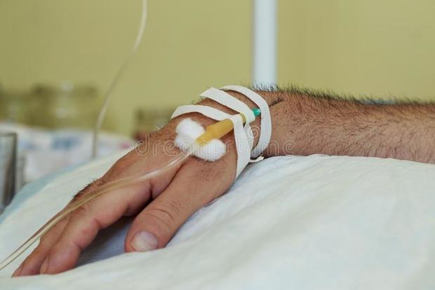 Умирает зверски избитый афганец. Срочно нужны деньги на спасение жизни