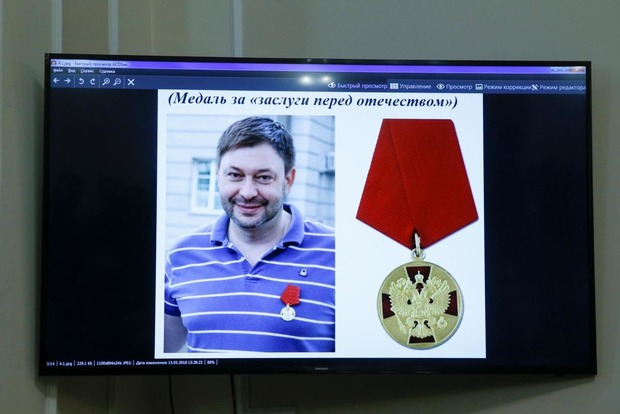 Підозрюваного у державній зраді керівника «РИА Новости» привезли в Херсон