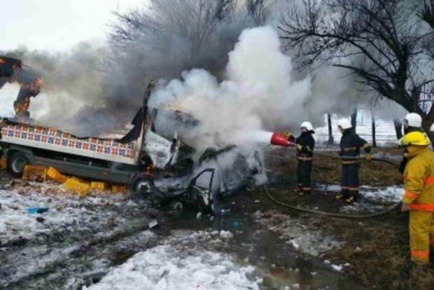 ДТП с грузовиком на Днепропетровщине: погибли 3 взрослых и ребенок