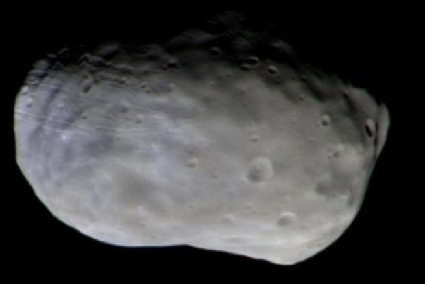На спутнике Марса обнаружена база инопланетян