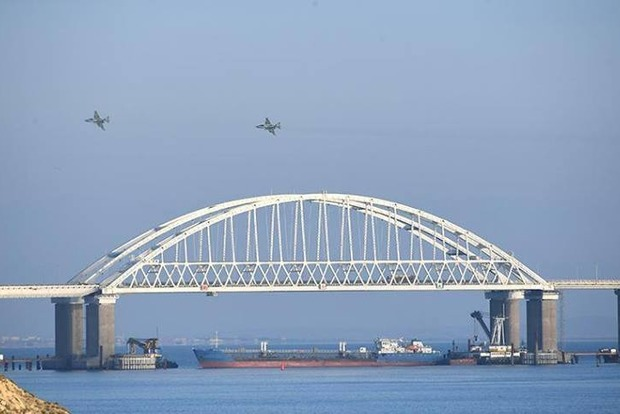 Стало известно, какими судами Россия блокировала Керченский пролив