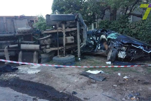 В жутком ДТП с мусоровозом в Одессе погибли два человека