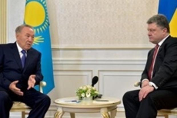 Порошенко пригласил Назарбаева в гости в 2016 году