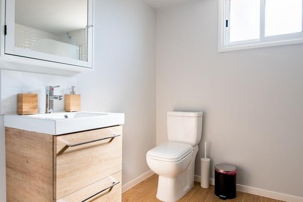 Провокує геморой і рак: медики закликають відмовитися від туалетного паперу
