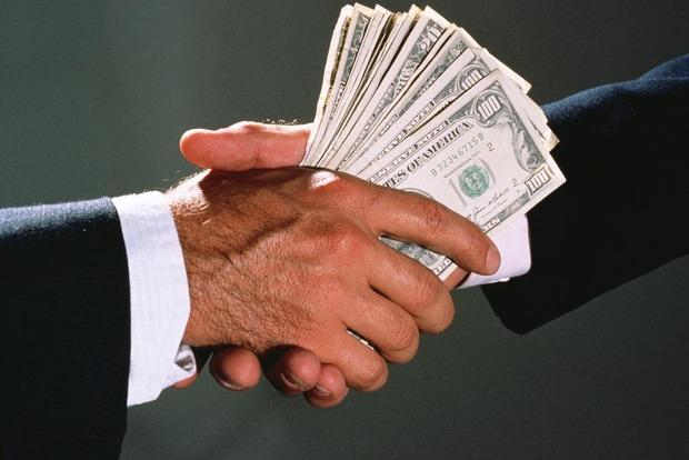 В Киеве на взятке в 60 тысяч долларов попался директор автоконцерна