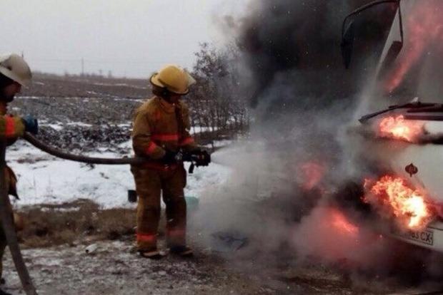 Автобус с пассажирами загорелся на ходу в Запорожской области
