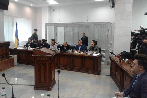 Лавринович пришел в Апелляционный суд с шестью адвокатами