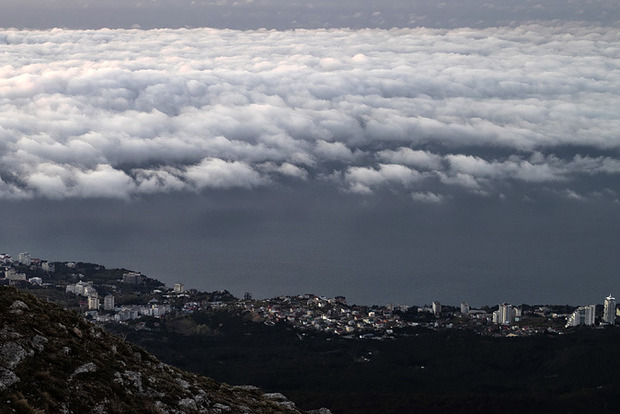 В Крыму метеорологи пытались вызвать дождь воздействуя на облака. Шаманы справились бы лучше