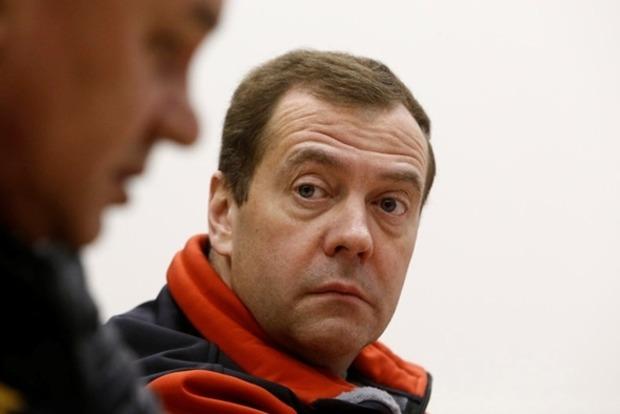 Половина россиян жаждет отставки премьера Медведева