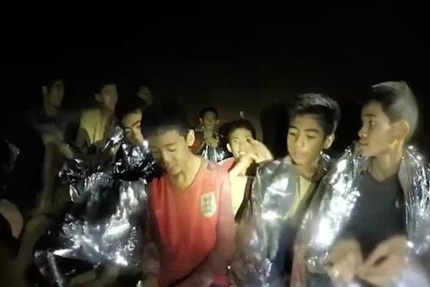 Усі 12 дітей і тренер визволені з печери в Таїланді