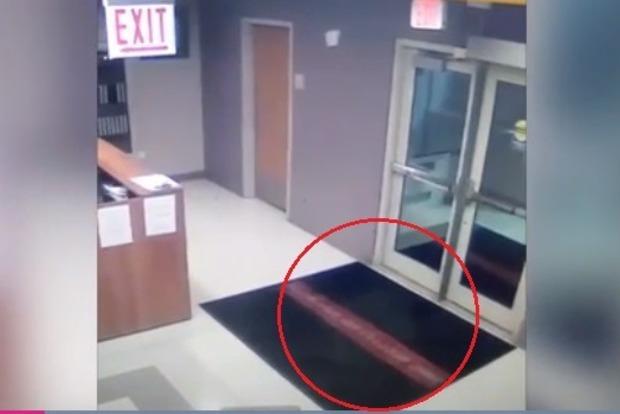 Школьного охранника едва не хватил удар от увиденного привидения