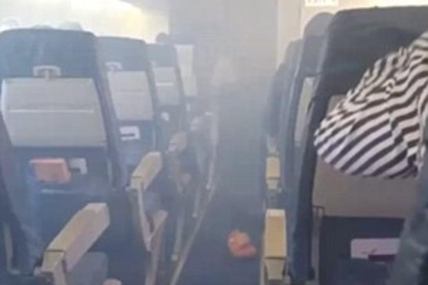 В Нигерии во время взлета у самолета загорелся двигатель