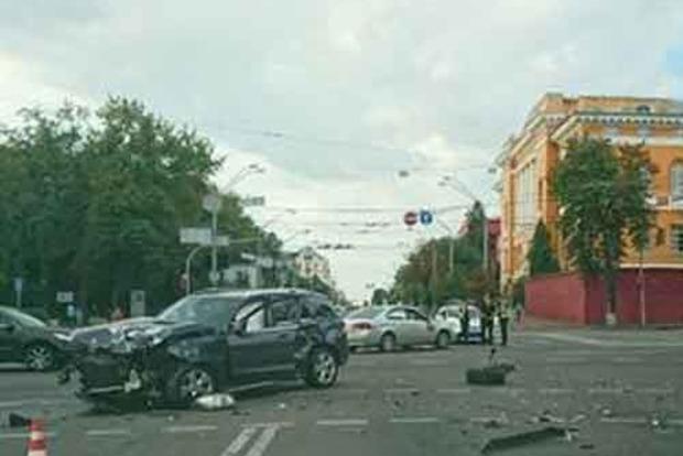 В центре Киева произошло жесткое ДТП с пострадавшими