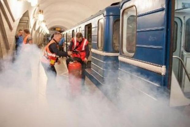 В киевском метро произошло задымление. Работает ГСЧС