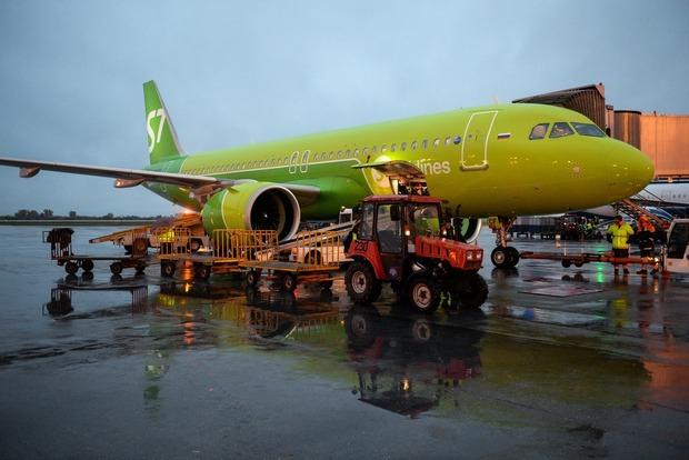 В московском аэропорту золотые слитки пробили дно самолета