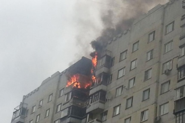 Из-за пожара в киевской многоэтажке эвакуировали 20 человек