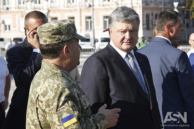 Из-за взрывов боеприпасов в Калиновке Президент Порошенко созывает военный кабинет