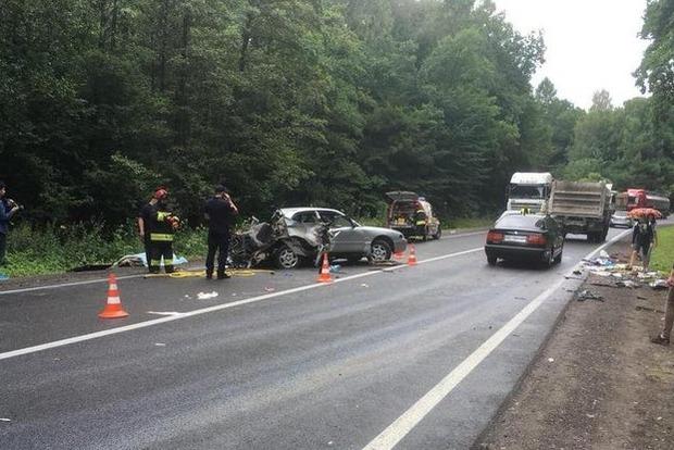 Страшная авария на Львовщине: двое людей погибли на месте