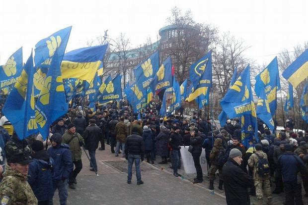 В Киеве в митинге Национального корпуса, Свободы и Правого сектора  участвуют больше 10 тыс. человек