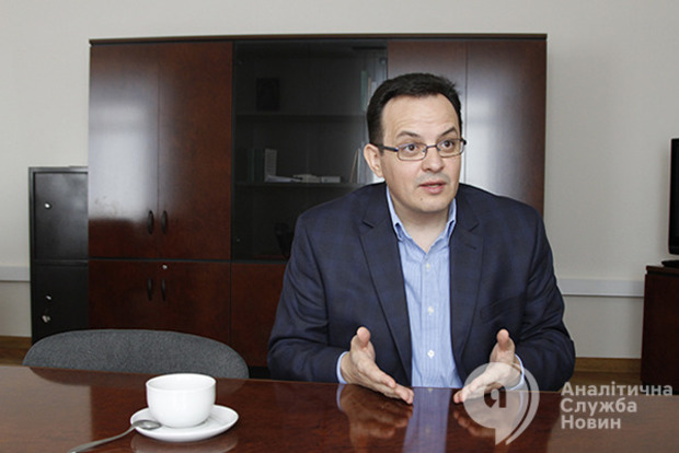 Деньги крадут олигархи: под конец года в бюджете будет дырка в 200 миллиардов гривен – Березюк