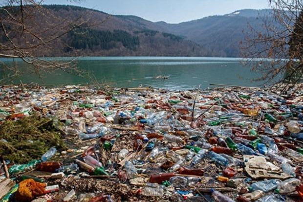Глава Закарпатской ОГА обязал за три дня очистить замусоренное Ольшанское водохранилище
