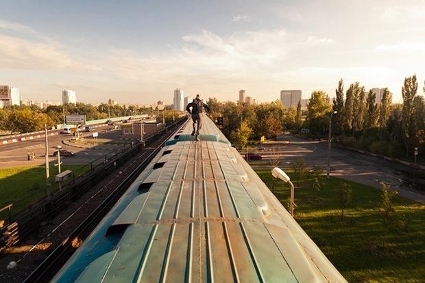 В Одесской области убило током подростка, который залез на крышу поезда