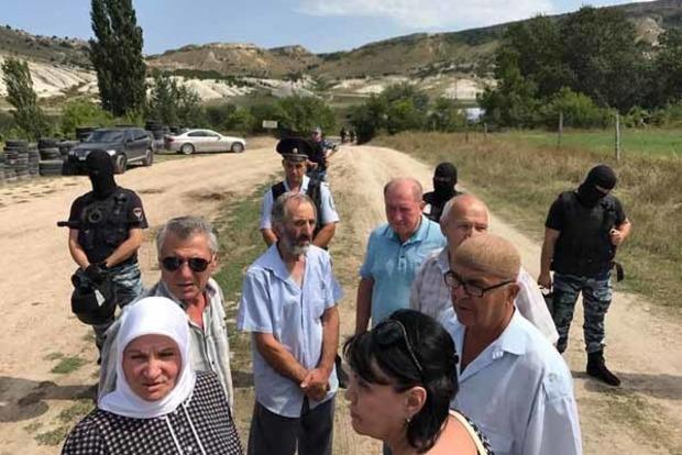 В Крыму оккупанты в масках срывают мероприятие крымских татар