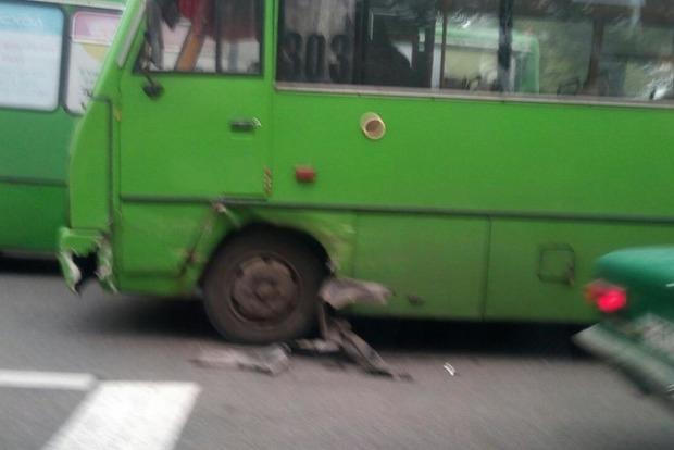 В Харькове маршрутка столкнулась с патрульной машиной