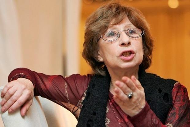 Ахеджакова сказала, почему защищает Сенцова и не хочет заступаться за шпионку Бутину
