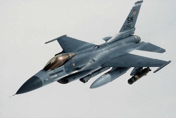 На юго-востоке Турции разбился истребитель во время посадки