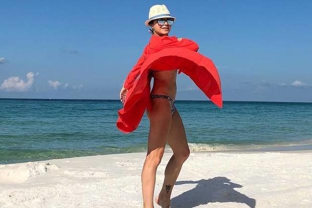 39-летняя Подкопаева сверкнула идеальной фигурой на пляже