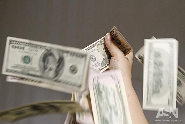Доллар растет семимильными шагами. За сутки - 20 копеек