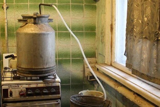 За неделю в Донецкой области уничтожили тонну самогона