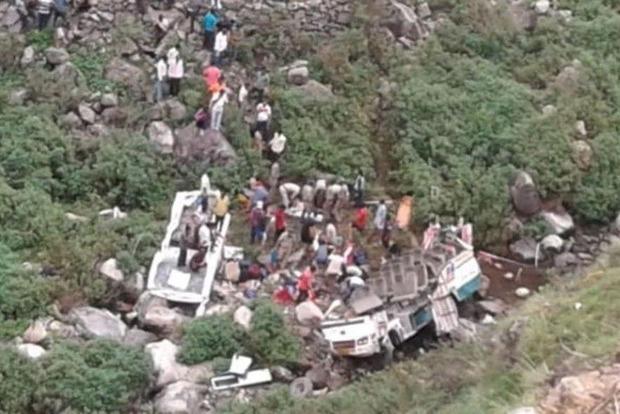 В Гималаях упал в пропасть автобус с 45 пассажирами, выжил один