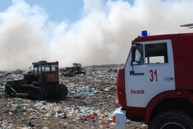 Власти уверяют, что пожар на свалке не представляет опасности для жителей Львова