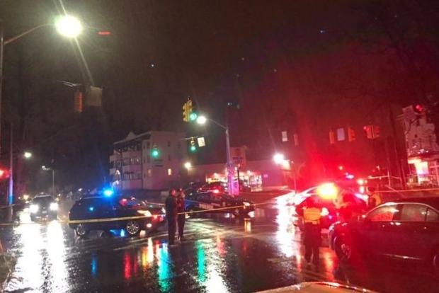 В Балтиморе неизвестный застрелил двух человек возле магазина