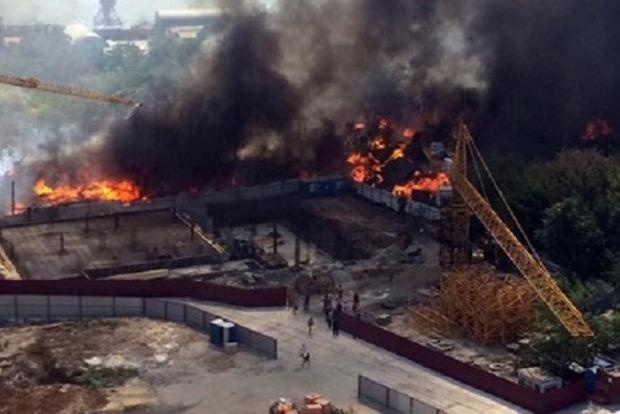 В Ростове-на-Дону на площади 6 тыс. кв м горит частный сектор, слышны взрывы
