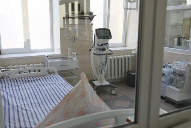 Пациенты лежат в коридорах: в COVID-больнице Ивано-Франковска закончились койки