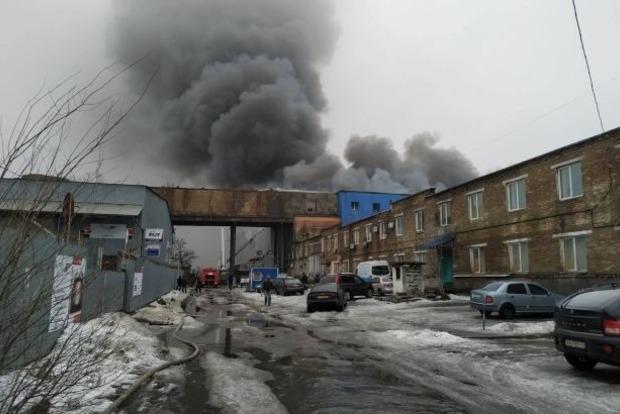 Пожар в Киеве: спасатели предупредили об угрозе обвала
