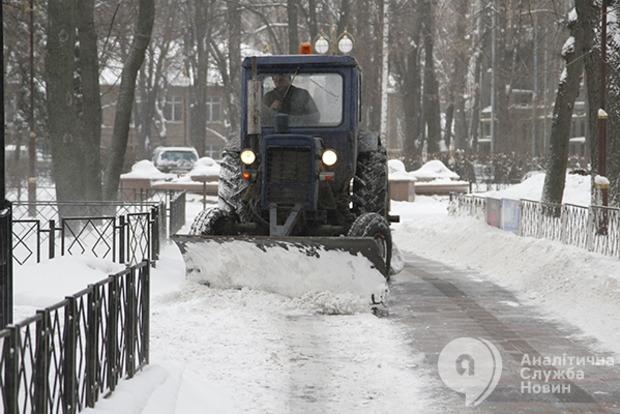 За ночь из Киева вывезли почти 300 тонн снега
