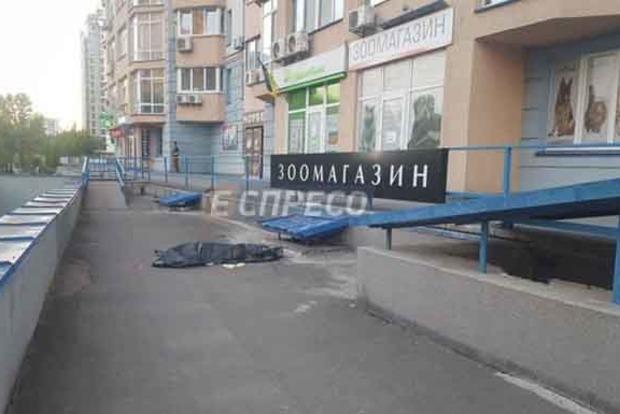 В Киеве с 11-го этажа выбросился молодой боец ВСУ