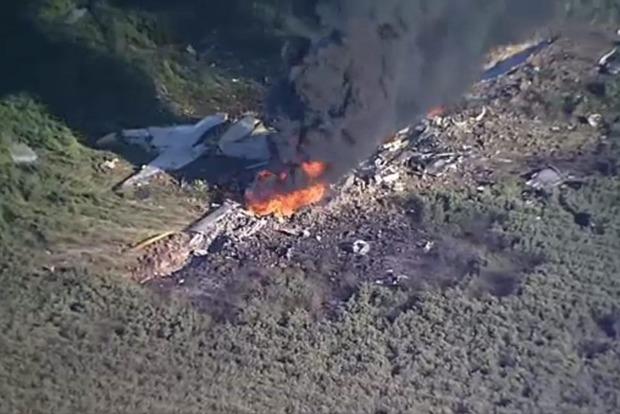 В США разбился военный самолет, 16 погибших