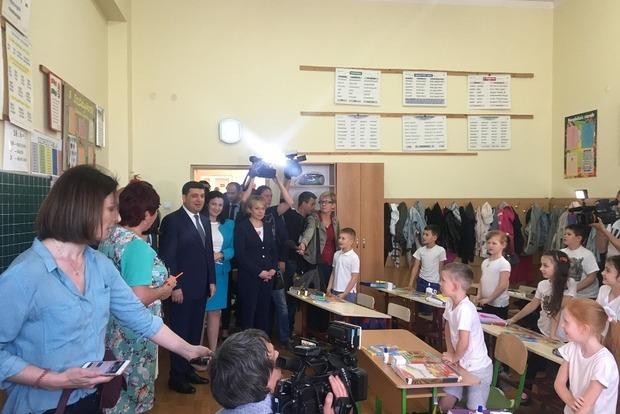 Йо напот киванок: Гройсман поздоровался с учениками на венгерском языке
